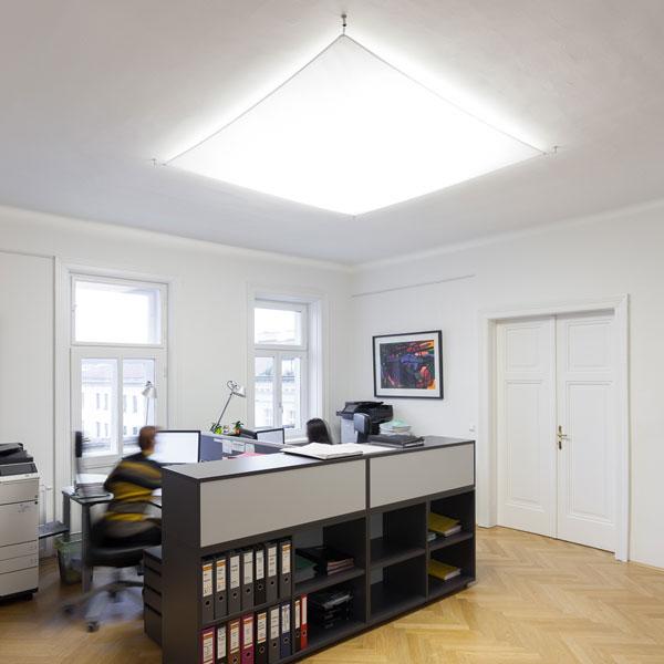 Lichtsegel als Deckenleuchte für Altbaubüro